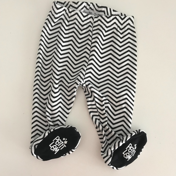 2fde4f948a92 Baby Unisex Black White Chevron Footie Pants. M 5b59e230819e90749f209e86